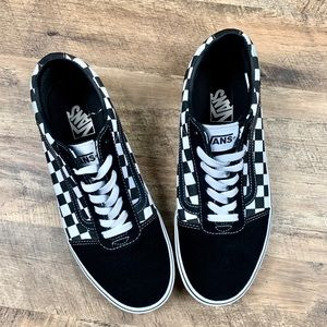 Vans Checkered Lowtop Sneakers Size 10